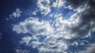 Καιρός: Νεφώσεις και σποραδικές καταιγίδες το Σάββατο