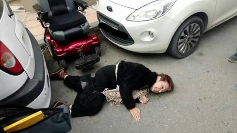 Εικόνα ντροπής: Γυναίκα με αναπηρία έπεσε στον δρόμο λόγω ασυνείδητων οδηγών