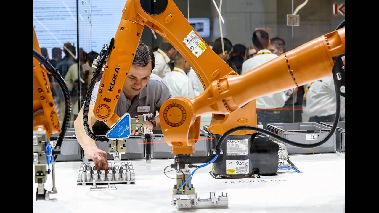 https://cdn.cnngreece.gr/media/news/2018/06/09/133616/photos/snapshot/robot-2.jpg