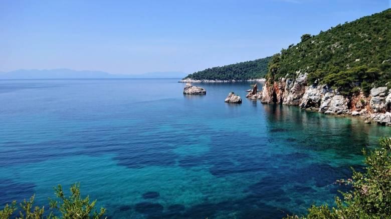 Σκόπελος: Επενδύσεις και εμπειρίες στο καταπράσινο νησί των Σποράδων