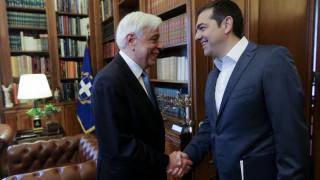 Σκοπιανό: Στον Πρόεδρο της Δημοκρατίας ο Αλέξης Τσίπρας μετά το τηλεφώνημα με Ζάεφ