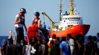 Γαλλία: Καυστικά σχόλια του Αττάλ για τη στάση της Ιταλίας απέναντι στο Aquarius