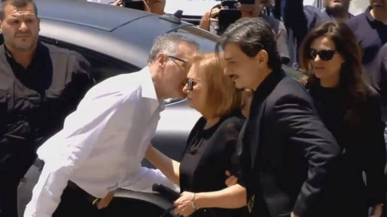 Στη Μητρόπολη ο Δημήτρης Γιαννακόπουλος για το «ύστατο χαίρε» στον πατέρα του, Παύλο