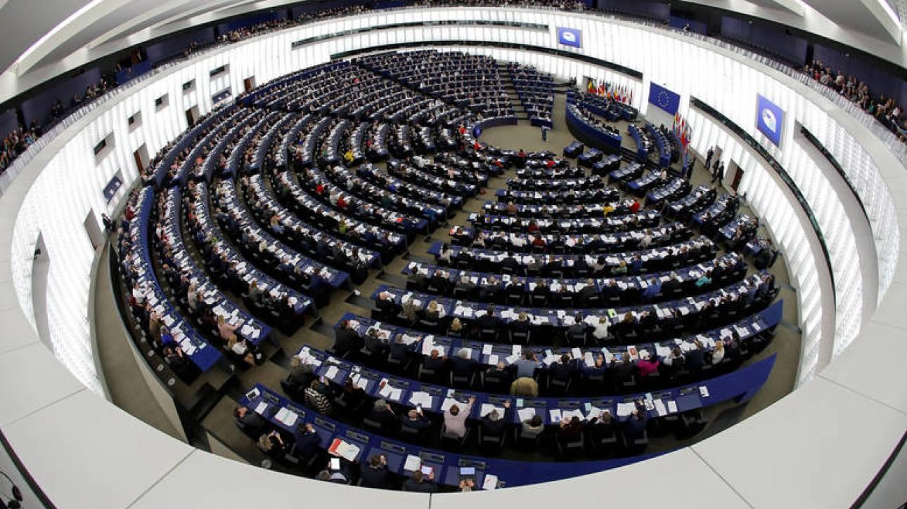 Χειροκροτήματα στο Ευρωκοινοβούλιο για τη συμφωνία με την πΓΔΜ