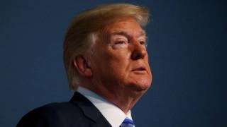 ΗΠΑ: Ο Τραμπ θα συζητήσει με συμβούλους του την ενεργοποίηση των δασμών στην Κίνα