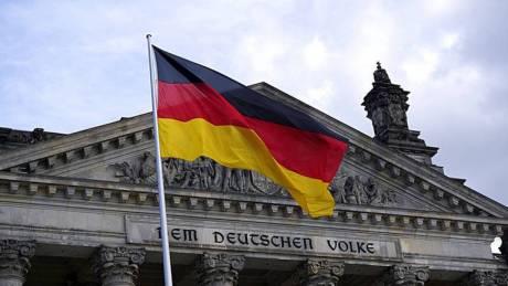 Γερμανική «ντρίμπλα» με μικρότερη ελάφρυνση χρέους και μεγάλο «μαξιλάρι ασφαλείας»