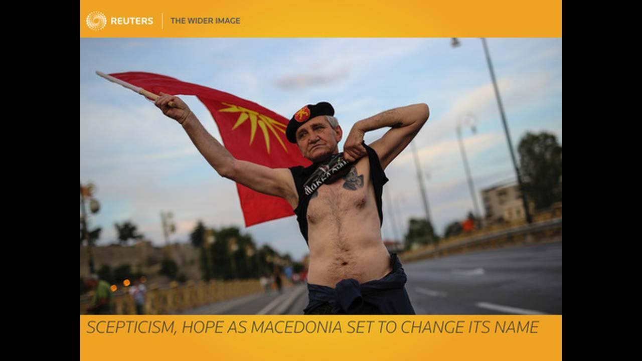 https://cdn.cnngreece.gr/media/news/2018/06/14/134331/photos/snapshot/2018-06-14T055850Z_269674404_RC1F99C2F190_RTRMADP_3_GREECE-MACEDONIA-NAME.jpg