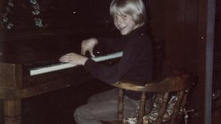 Κερτ Κομπέιν: το λεύκωμα της ζωής του σε μια έκθεση αυστηρά οικογενειακή