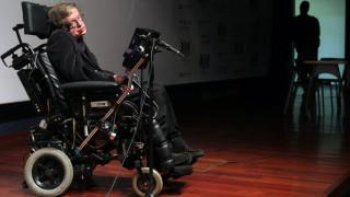 Μήνυμα στο διάστημα: Τα λόγια του Χόκινγκ με μουσική υπόκρουση από Βαγγέλη Παπαθανασίου