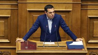 Τσίπρας: Αναλαμβάνω την ιστορική και πατριωτική ευθύνη για τη λύση