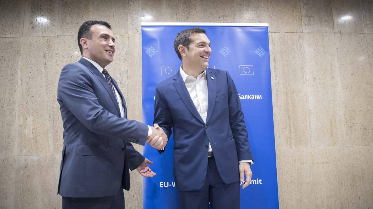Αποτέλεσμα εικόνας για Τσίπρας και Ζάεφ υπογράφουν στις Πρέσπες τη συμφωνία για το Μακεδονικό