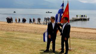 Σκοπιανό: Ιστορικό βήμα στις Πρέσπες με την υπογραφή της συμφωνίας