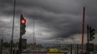 Κακοκαιρία Αττική: Απεγκλωβισμός γυναίκας από το αυτοκίνητό της