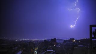 Κακοκαιρία: Μέσα σε λίγες ώρες έπεσαν 1.000 κεραυνοί στην Αττική