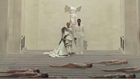Γιατί η στέψη των Beyonce & Jay-Z στο Λούβρο προκαλεί;