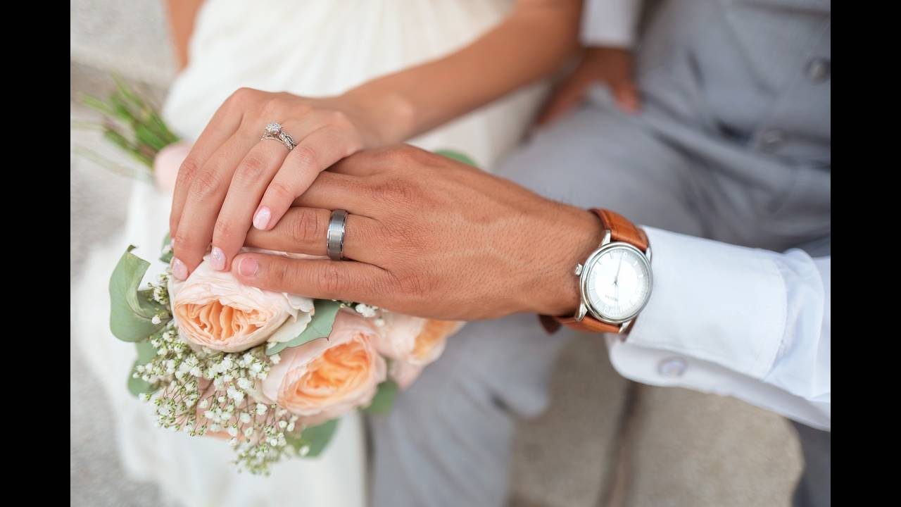 https://cdn.cnngreece.gr/media/news/2018/06/19/135039/photos/snapshot/bride-1837148_1920.jpg
