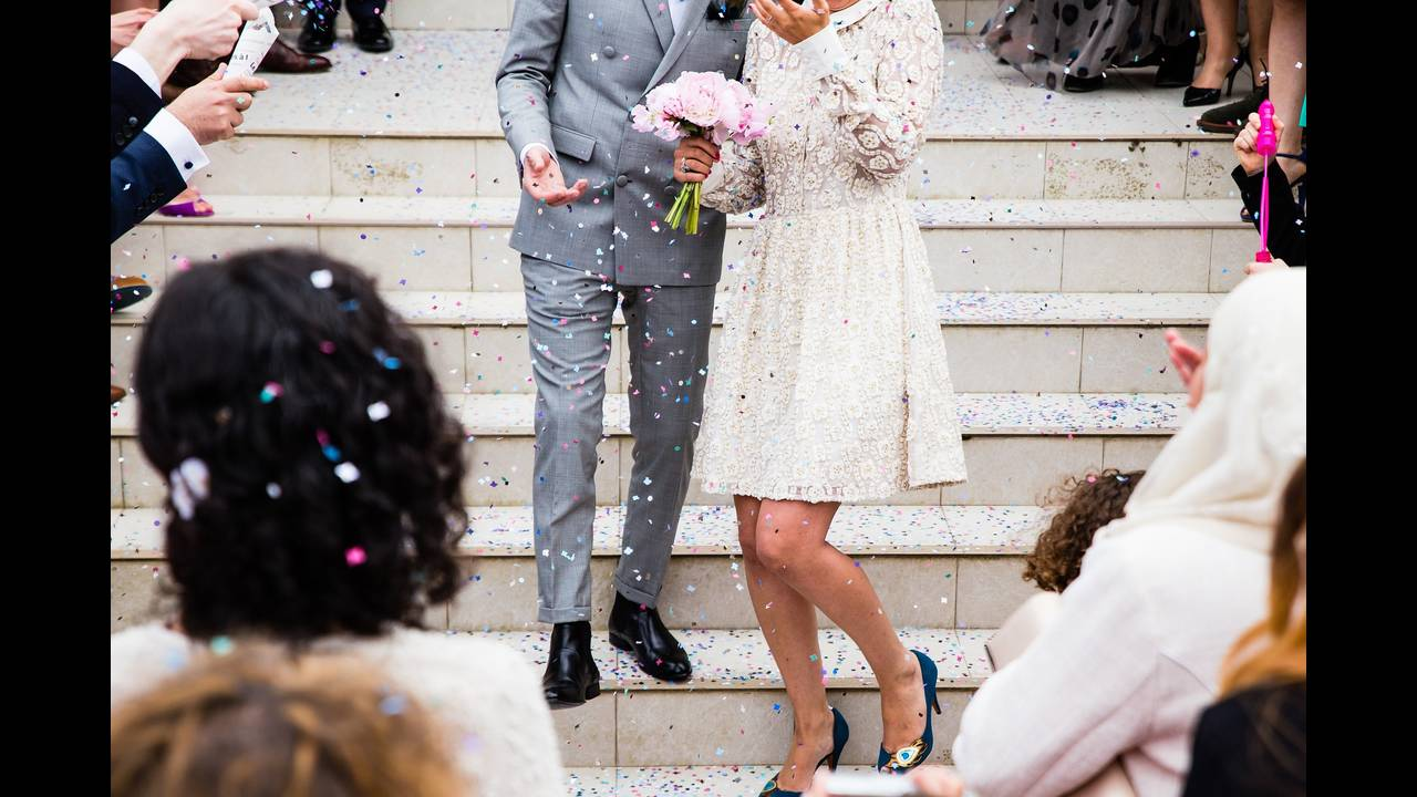 https://cdn.cnngreece.gr/media/news/2018/06/19/135039/photos/snapshot/wedding-1353829_1920.jpg