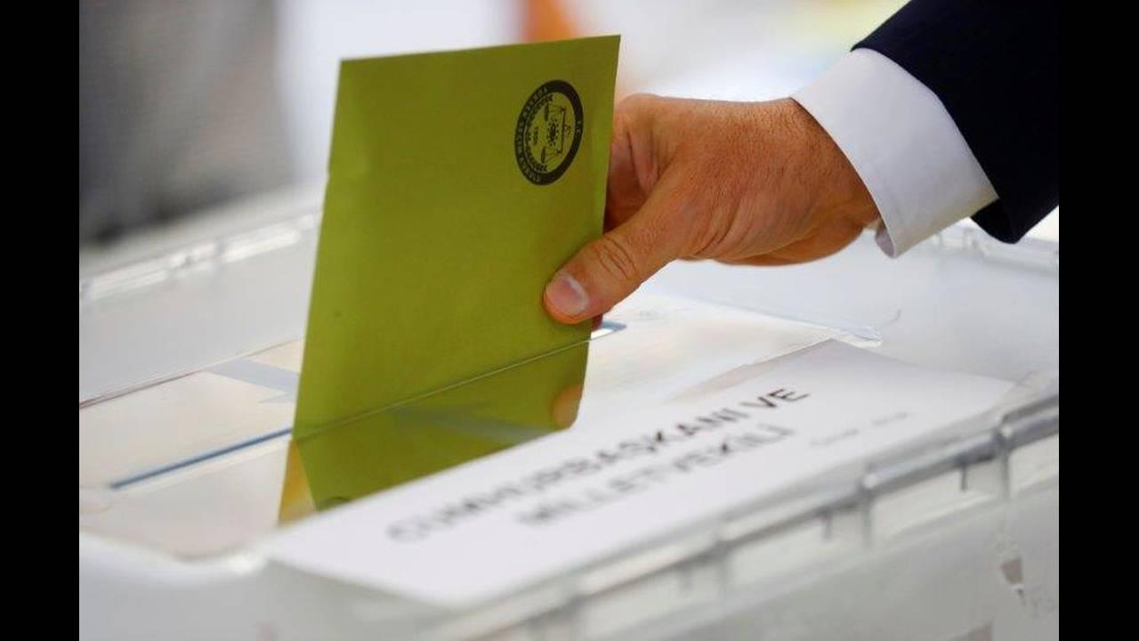 https://cdn.cnngreece.gr/media/news/2018/06/19/135066/photos/snapshot/2018-06-07T102457Z_1125243515_RC1890E421D0_RTRMADP_3_TURKEY-ELECTION-VOTING-GERMANY.jpg