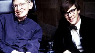 Tελευταίος αποχαιρετισμός: όταν ο «Χόκινγκ» τίμησε τον Στίβεν Χόκινγκ