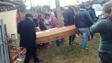 Ο «νεκρός» γιος τους εμφανίστηκε στην κηδεία του!