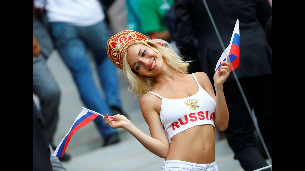 https://cdn.cnngreece.gr/media/news/2018/06/19/135129/photos/snapshot/2018-06-14T141940Z_595387665_RC1DD9387AB0_RTRMADP_3_SOCCER-WORLDCUP-RUS-SAU.jpg