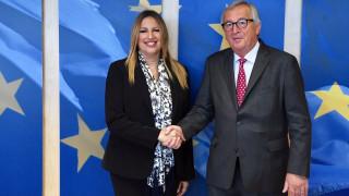 Την συμβολή της Ε.Ε. για την ελάφρυνση του χρέους ζήτησε η Γεννηματά από τον Γιούνκερ