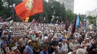 Συγκρούσεις διαδηλωτών - αστυνομίας έξω από την ουκρανική Βουλή