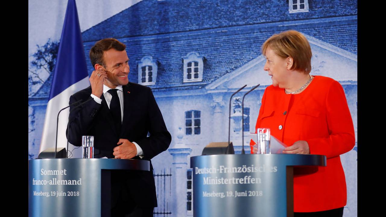 https://cdn.cnngreece.gr/media/news/2018/06/19/135164/photos/snapshot/2018-06-19T144302Z_1807439413_RC11B4B67BA0_RTRMADP_3_GERMANY-FRANCE-EUROZONE.jpg