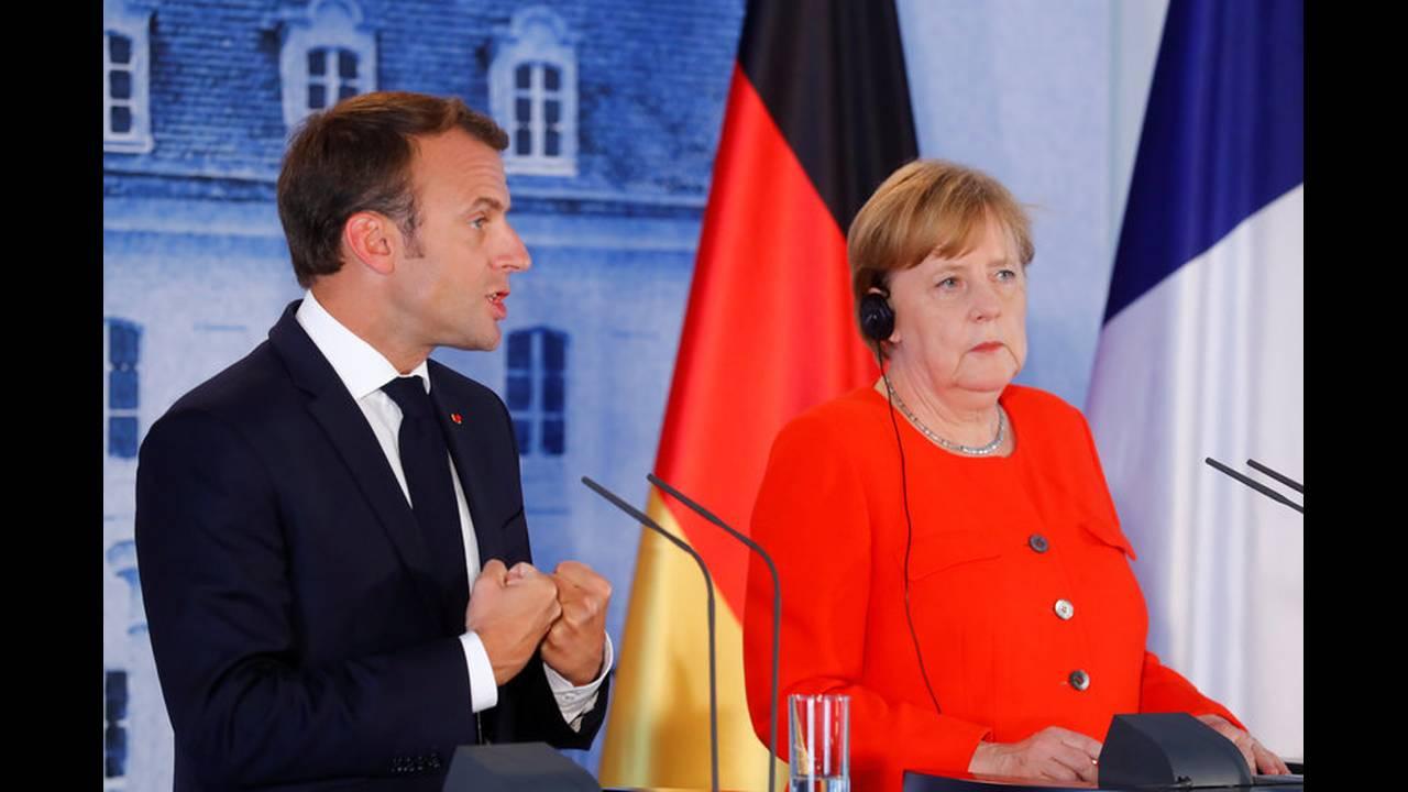 https://cdn.cnngreece.gr/media/news/2018/06/19/135164/photos/snapshot/2018-06-19T145337Z_1060168481_RC11A08CF0C0_RTRMADP_3_GERMANY-FRANCE-EUROZONE.jpg
