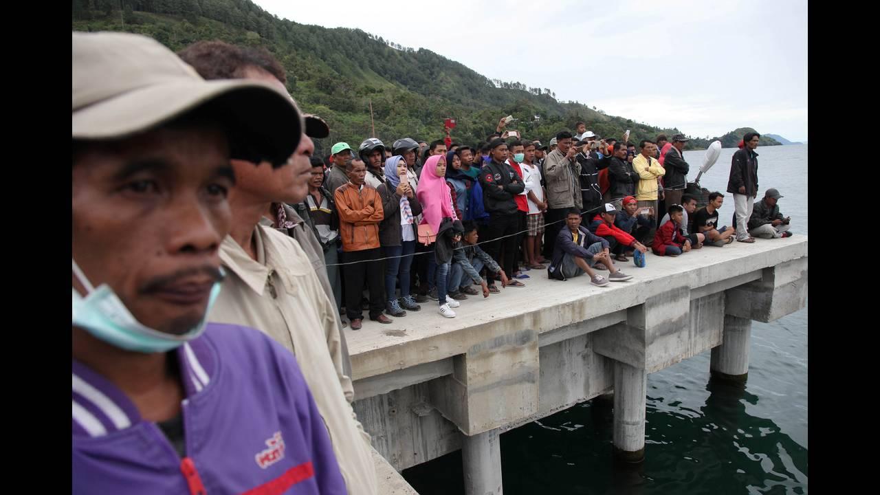 https://cdn.cnngreece.gr/media/news/2018/06/20/135185/photos/snapshot/2018-06-19T083747Z_1260897729_RC1E21626700_RTRMADP_3_INDONESIA-FERRY.JPG