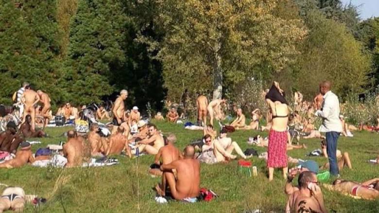 Πικ νικ και γιόγκα: Το ραντεβού των γυμνιστών στην «καρδιά» του Παρισιού