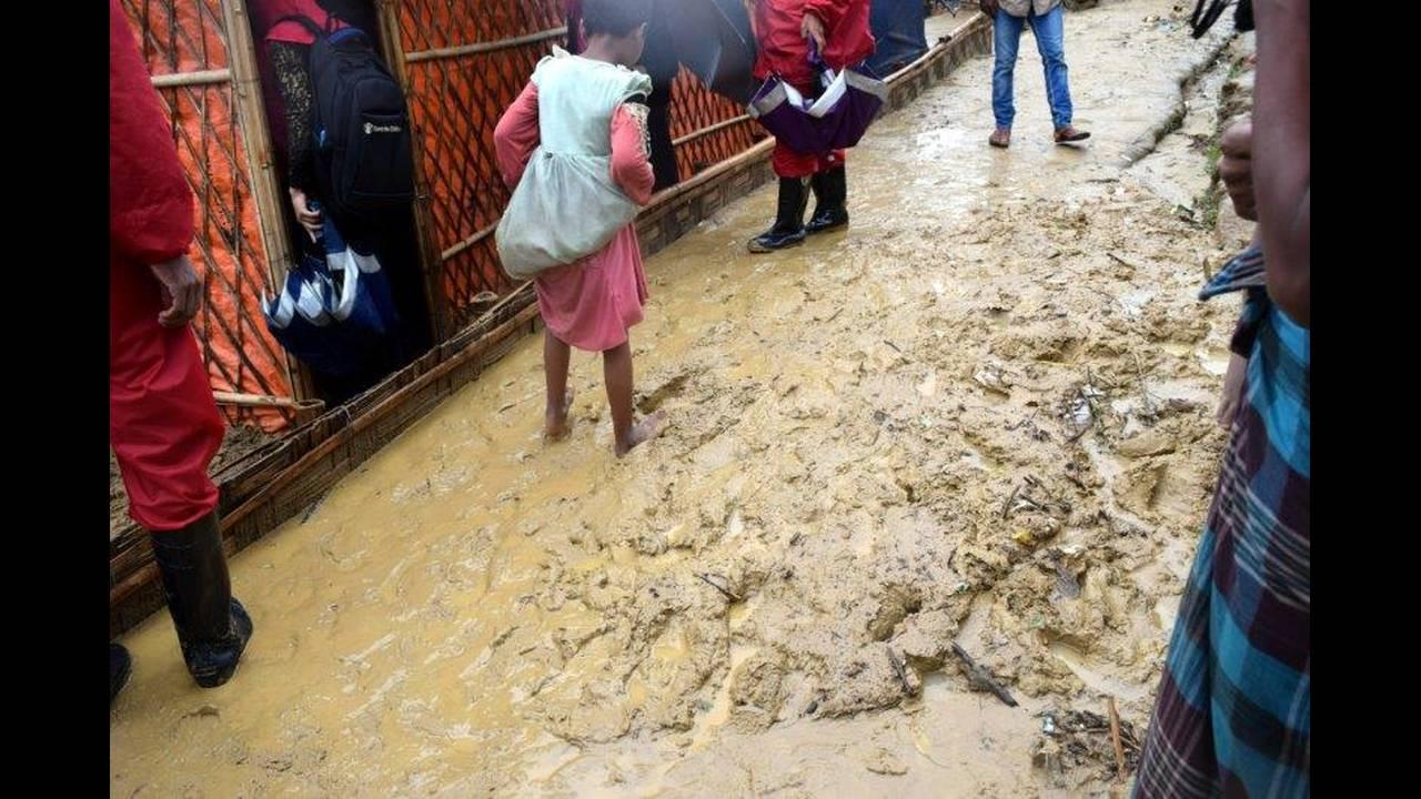 https://cdn.cnngreece.gr/media/news/2018/06/20/135280/photos/snapshot/2018-06-12T173710Z_254371570_RC1643C53F00_RTRMADP_3_MYANMAR-ROHINGYA-BANGLADESH.jpg
