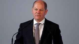 Ο Σολτς συμμερίζεται την αισιοδοξία της Μέρκελ για το ελληνικό πρόγραμμα εν όψει Eurogroup