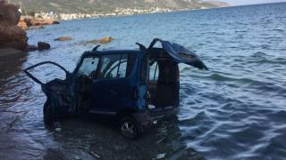 Σαλαμίνα: Όχημα έπεσε στη θάλασσα - Τραυματίστηκε σοβαρά η οδηγός