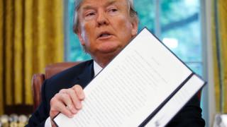 Τέλος στον χωρισμό οικογενειών μεταναστών με διάταγμα που υπέγραψε ο Τραμπ