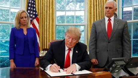 Ικανοποίηση και προβληματισμός για το διάταγμα Τραμπ που σταματά τον χωρισμό οικογενειών μεταναστών