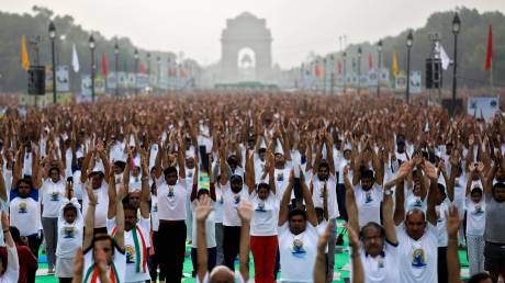Παγκόσμια Ημέρα Γιόγκα: Η Ινδία... χαιρετάει τον Ήλιο