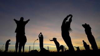 Θερινό ηλιοστάσιο 2018: Χιλιάδες Βρετανοί στο Στόουνχεντζ για την έναρξη του καλοκαιριού