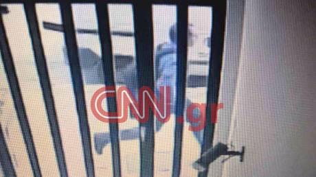 Στην Αθήνα φτάνουν οι συλληφθέντες της σπείρας που έκλεβε ιατρικά μηχανήματα