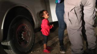 Η πραγματική ιστορία πίσω από το κοριτσάκι-σύμβολο της αντιμεταναστευτικής πολιτικής του Τραμπ