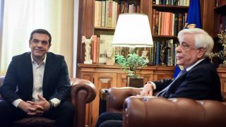 Ο Τσίπρας αποκάλυψε στον Παυλόπουλο αν θα φορέσει σήμερα γραβάτα