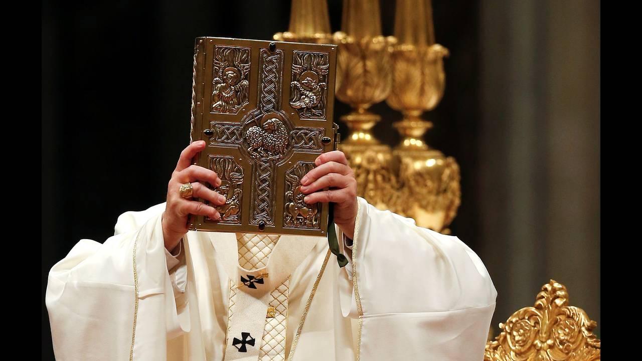 https://cdn.cnngreece.gr/media/news/2018/06/22/135618/photos/snapshot/2018-03-31T193736Z_951075933_RC13A9701E50_RTRMADP_3_RELIGION-EASTER-POPE-VIGIL.JPG
