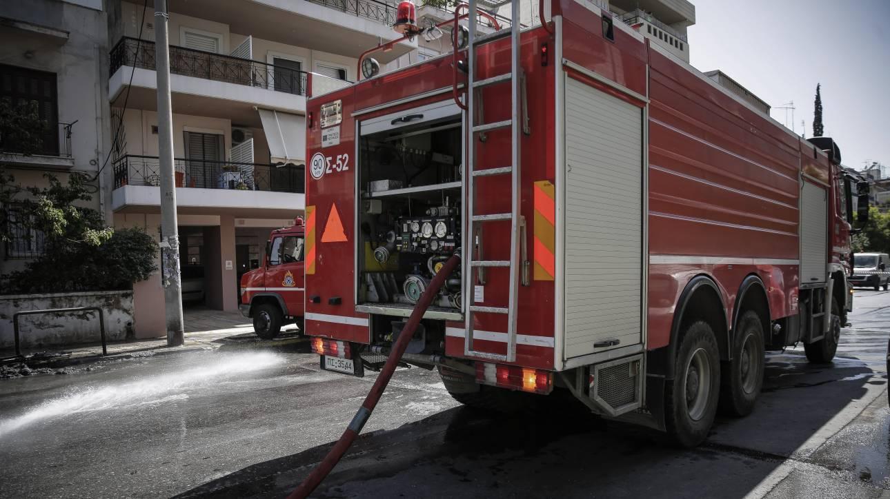 Θεσσαλονίκη: Φωτιές σε κάδους απορριμμάτων και σε σταθμευμένη μηχανή