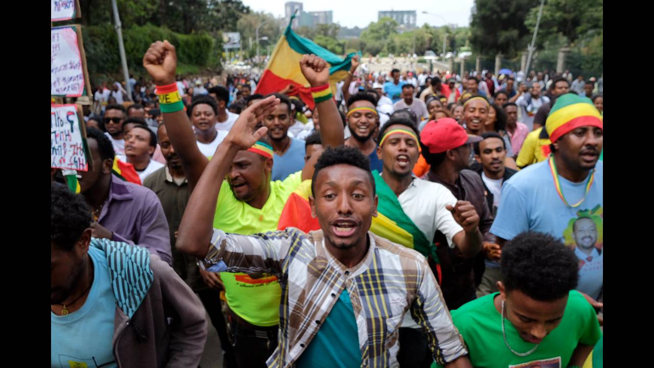https://cdn.cnngreece.gr/media/news/2018/06/23/135717/photos/snapshot/2018-06-23T082954Z_972591331_RC1E1B211EF0_RTRMADP_3_ETHIOPIA-POLITICS.JPG