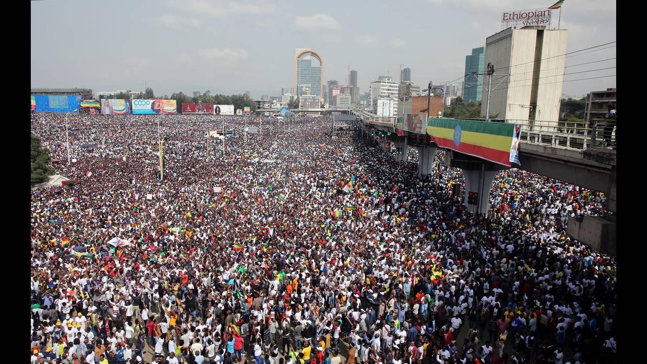 https://cdn.cnngreece.gr/media/news/2018/06/23/135717/photos/snapshot/2018-06-23T093349Z_1092820567_RC1C650442A0_RTRMADP_3_ETHIOPIA-POLITICS.JPG