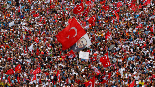 Το τελευταίο προεκλογικό «σπριντ» των υποψηφίων – Τι δείχνουν οι δημοσκοπήσεις