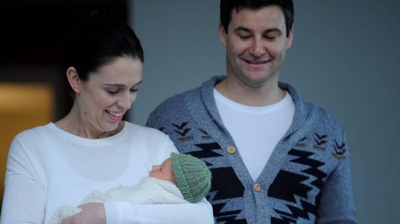 Ν. Ζηλανδία: Η πρώτη εμφάνιση της Άρντερν με τη νεογέννητη κόρη  (pics)