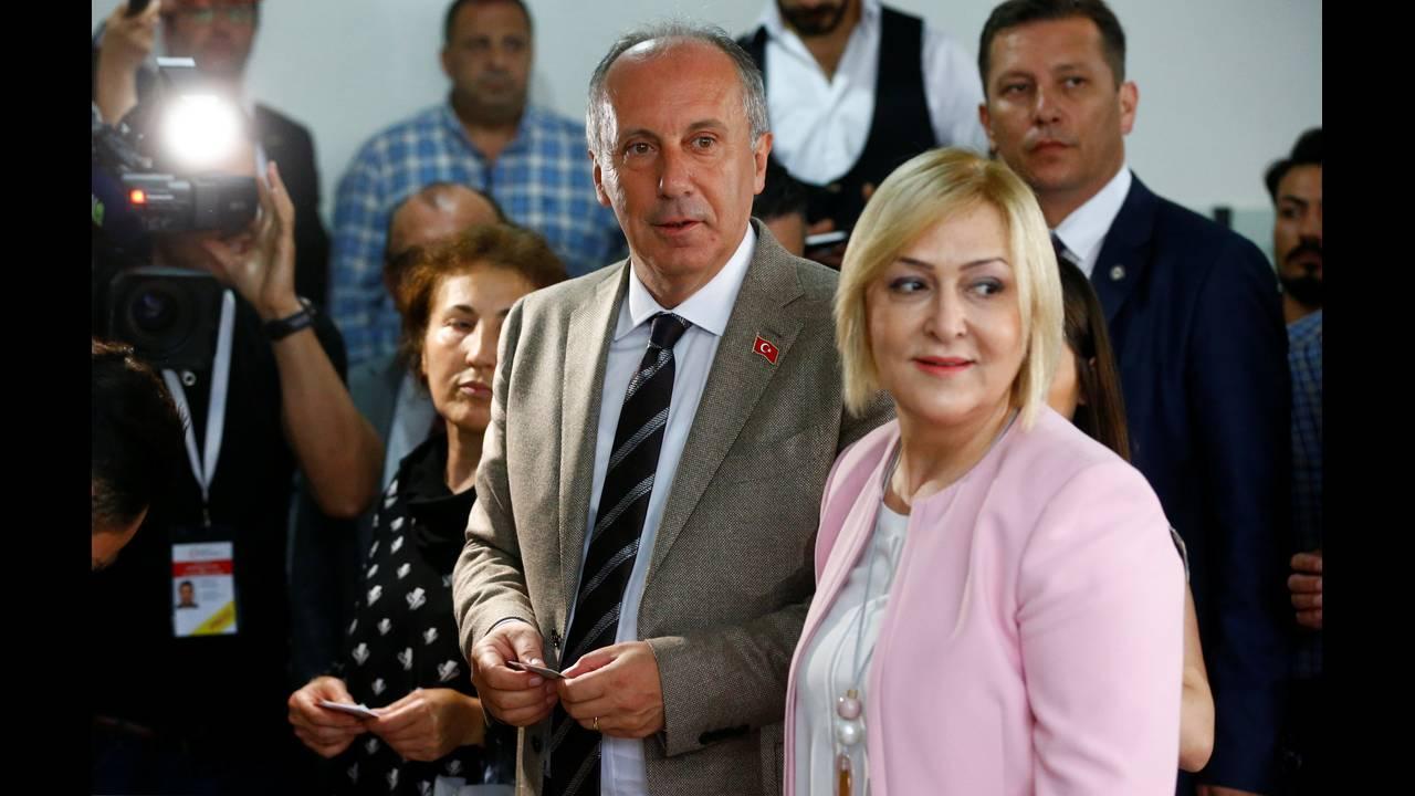 https://cdn.cnngreece.gr/media/news/2018/06/24/135811/photos/snapshot/2018-06-24T075217Z_1634070794_RC18DF971E10_RTRMADP_3_TURKEY-ELECTION.JPG