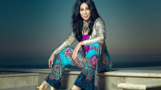Τι προτίμησε να φάει η Cher από το να κάνει ένα κομπλιμέντο στον Τραμπ (vid)