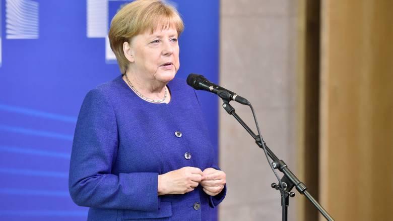 Μέρκελ: Χρειαζόμαστε διμερείς και τριμερείς συμφωνίες για το μεταναστευτικό